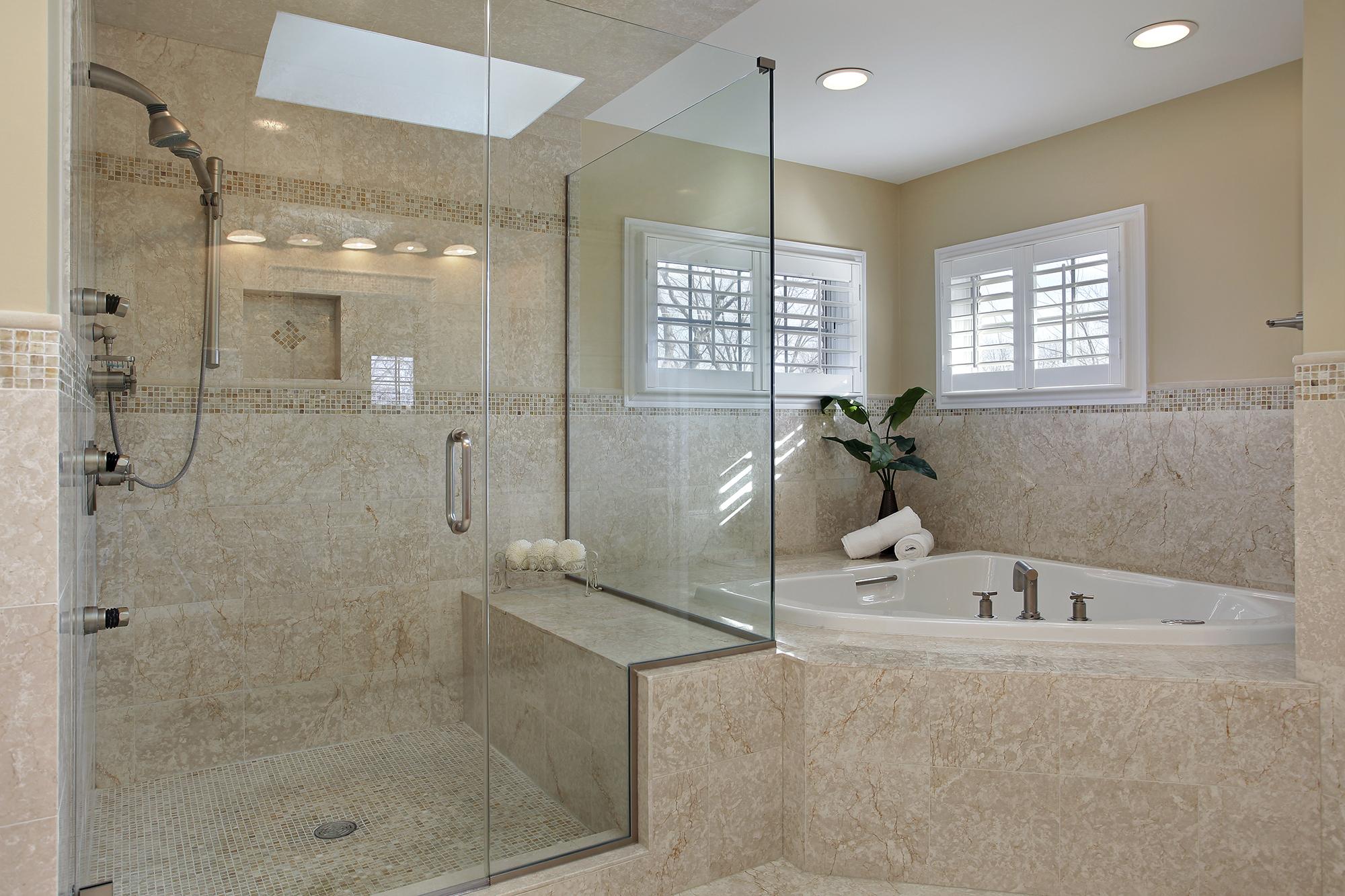 Душевая в бежевой ванной комнате