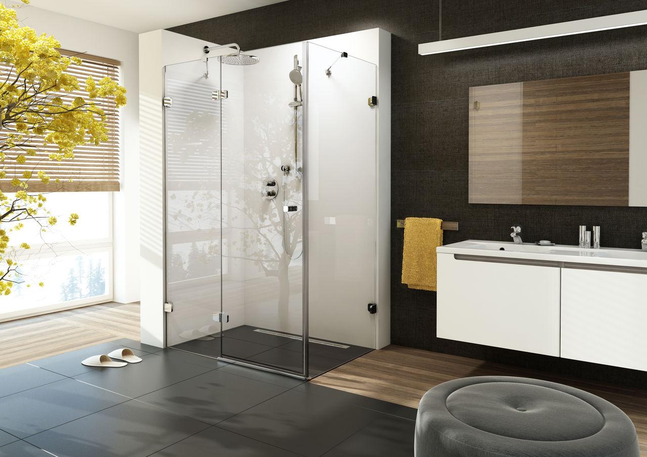 Красивая душевая в минималистичной ванной комнате