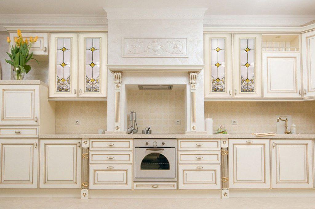Витражи в классической кухне