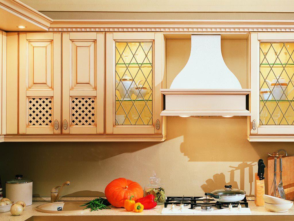 Прозрачные витражи на кухне