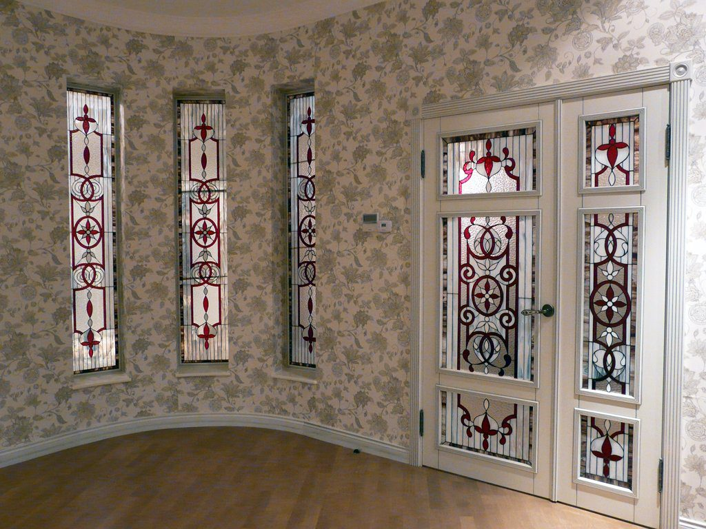 Витражные окна и двери
