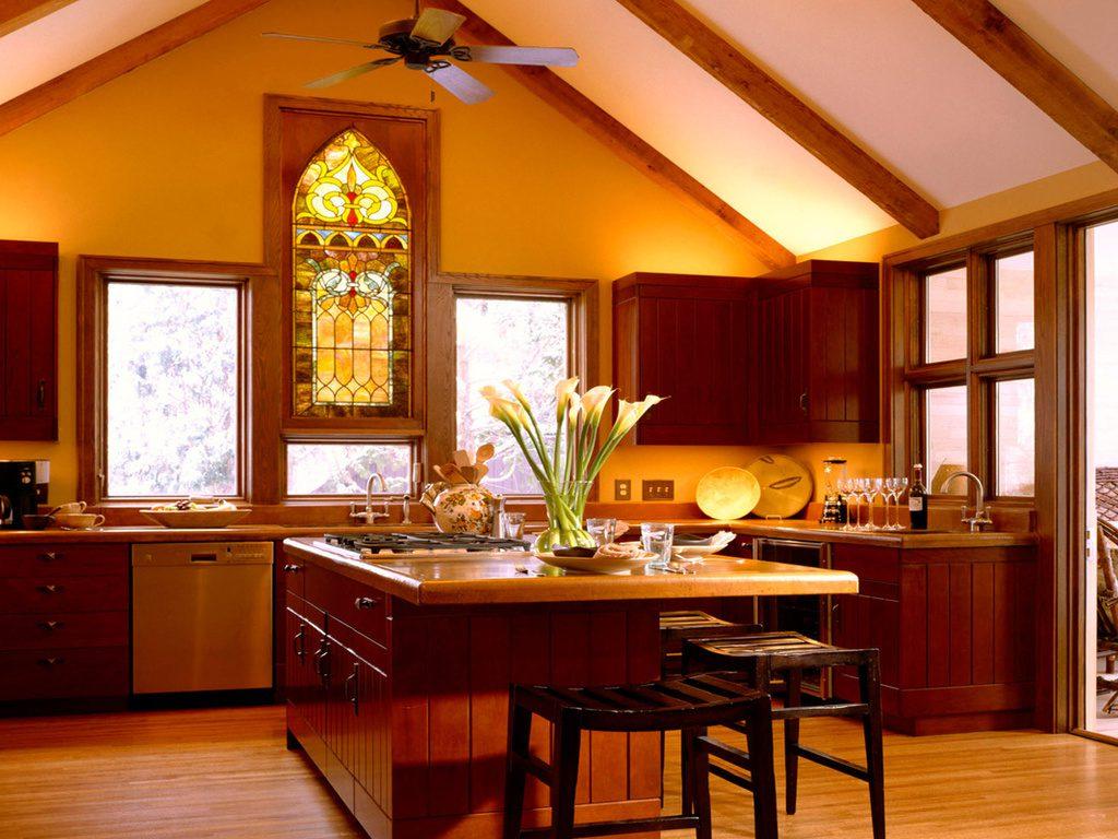 Витраж в золотистых тонах на кухне