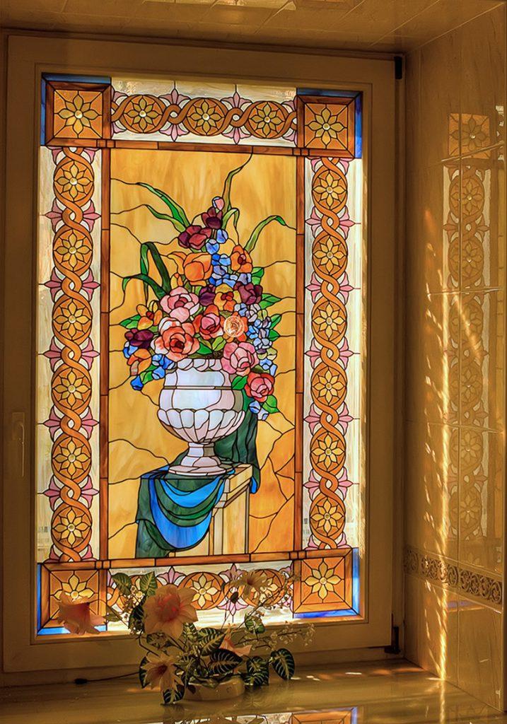 Витраж с цветочным рисунком