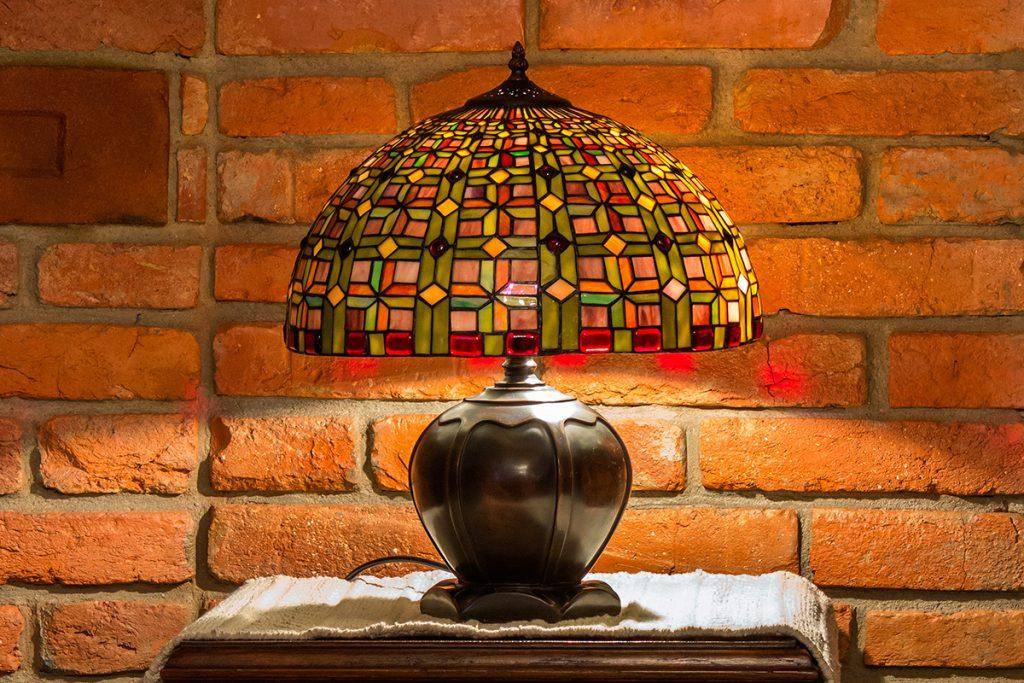 Витражная лампа в интерьере