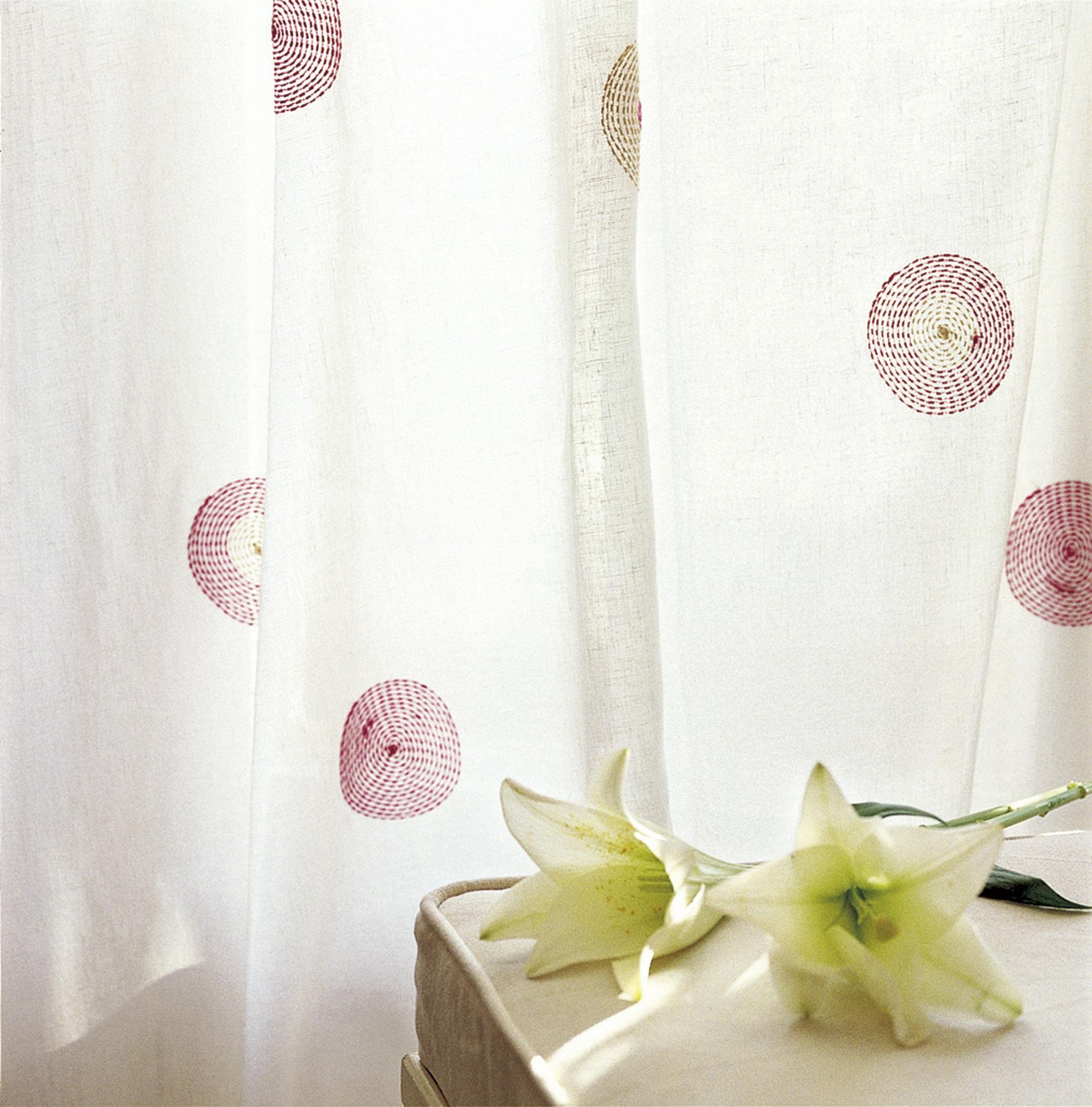 Дизайн штор для детской комнаты с вышивкой