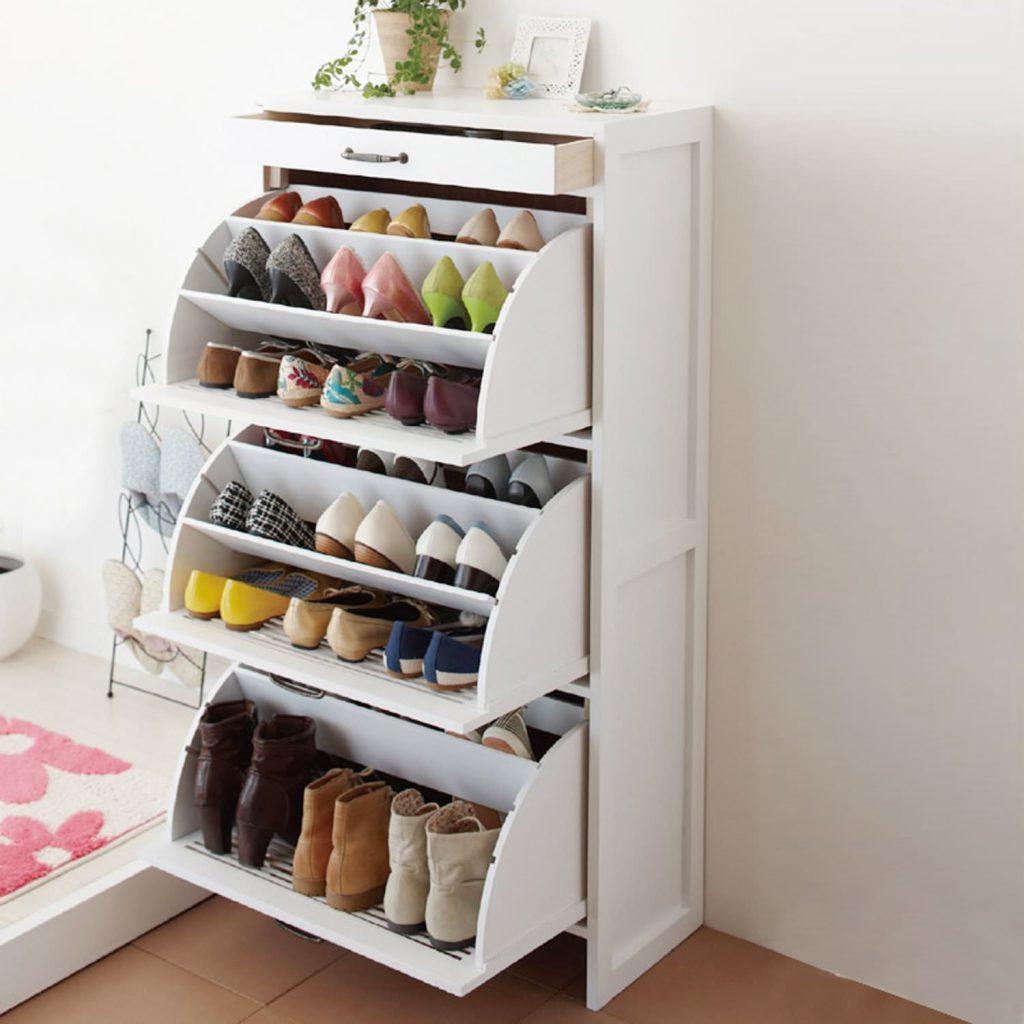 Белый шкаф с поворотными полками для обуви