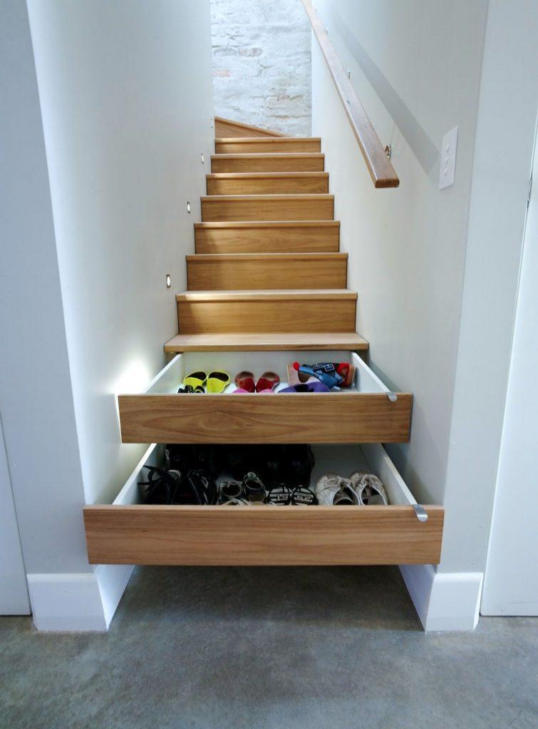 Ящики для хранения обуви в лестнице