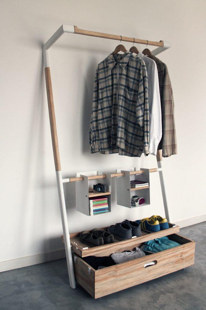Маленькая гардеробная система с полкой для обуви
