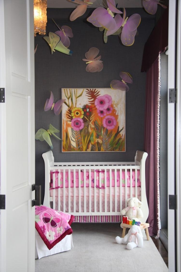 Яркая картина над кроватью в детской спальне