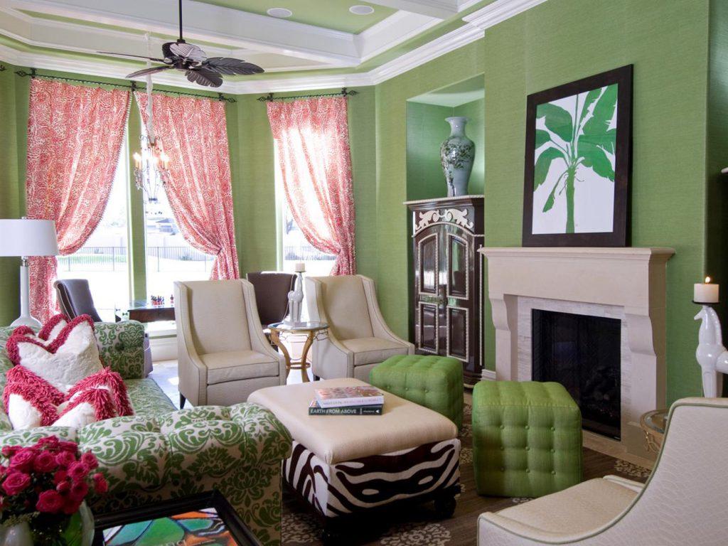 Гостиная с контрастный сочетанием розового и зеленого цветов