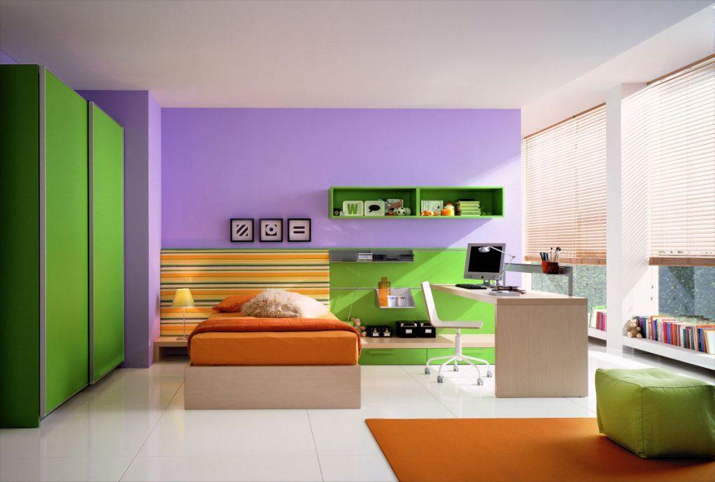 Сочетание зеленого и оранжевого в спальне
