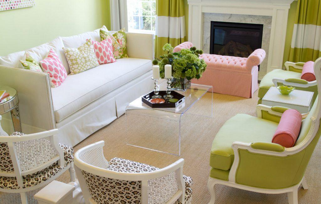 Сочетание салатового и розового в гостиной