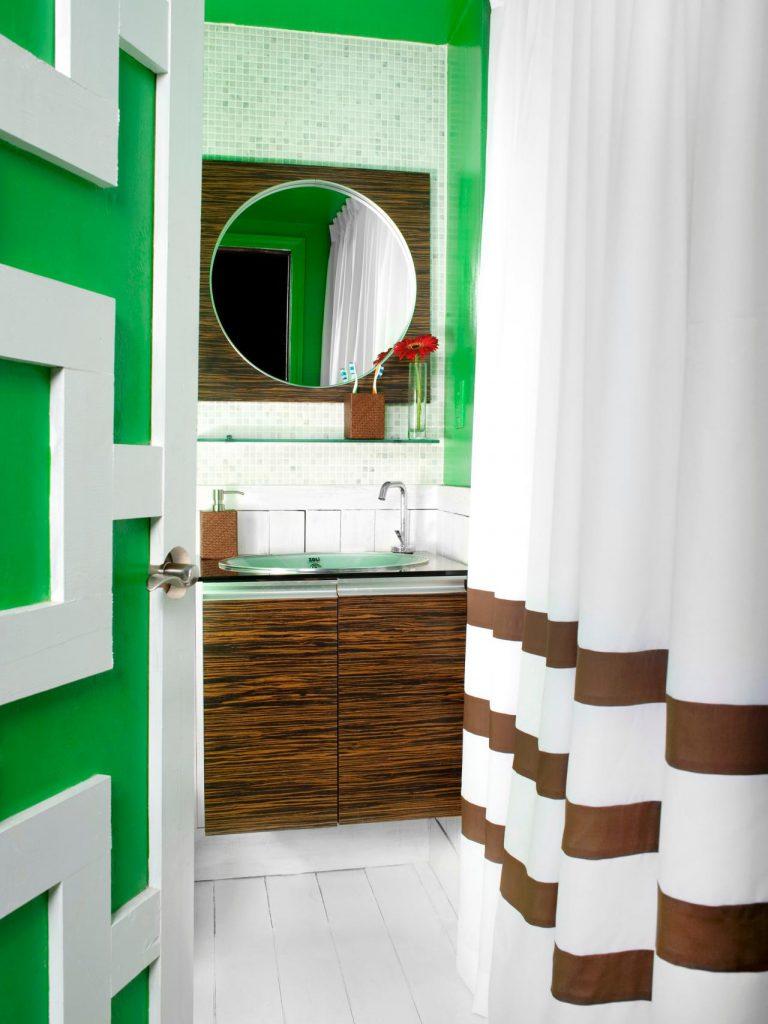 Сочетание коричневого и салатового в интерьере ванной