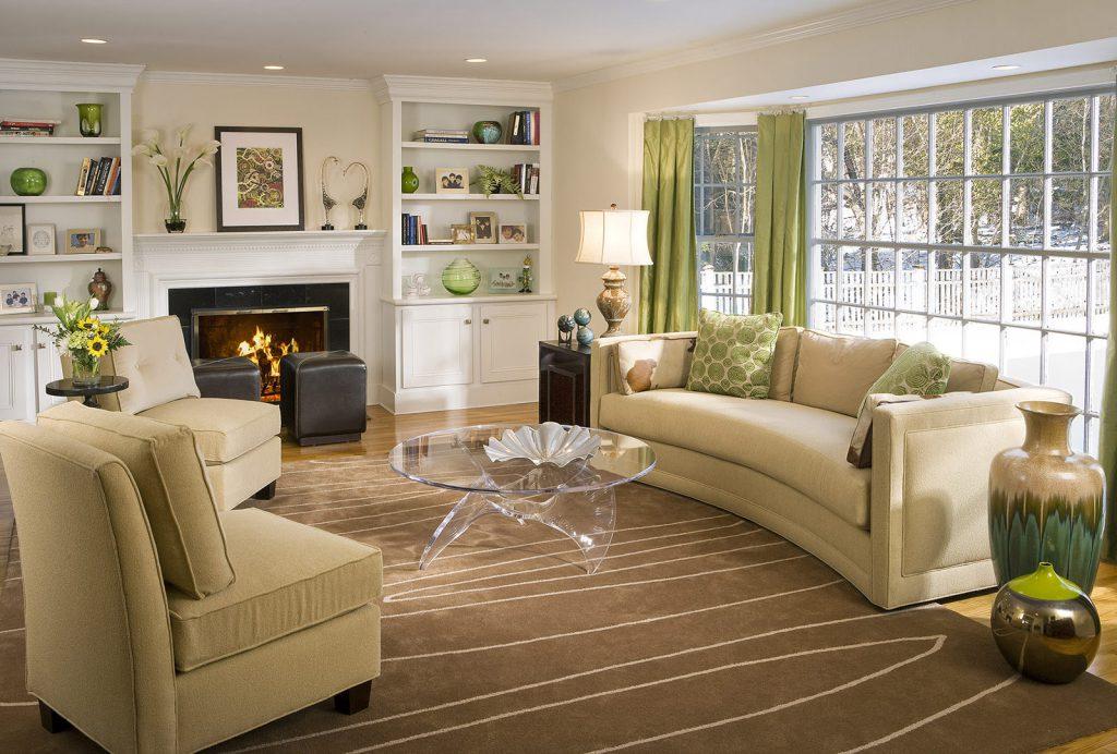 Сочетание зеленого и коричневого в гостиной