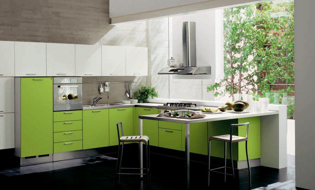 Сочетание черного и салатового цветов на кухне