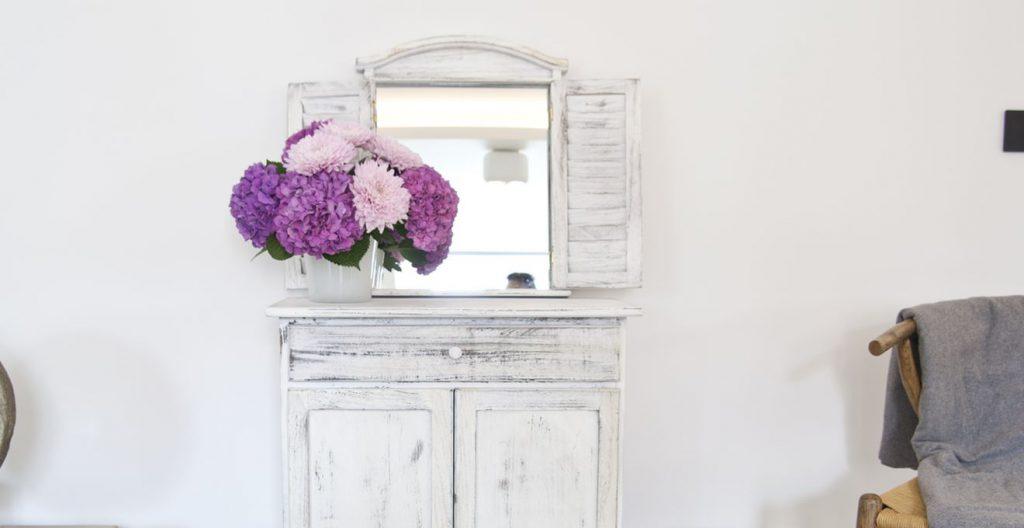 Старинный мебельный гарнитур с зеркалом в прихожую