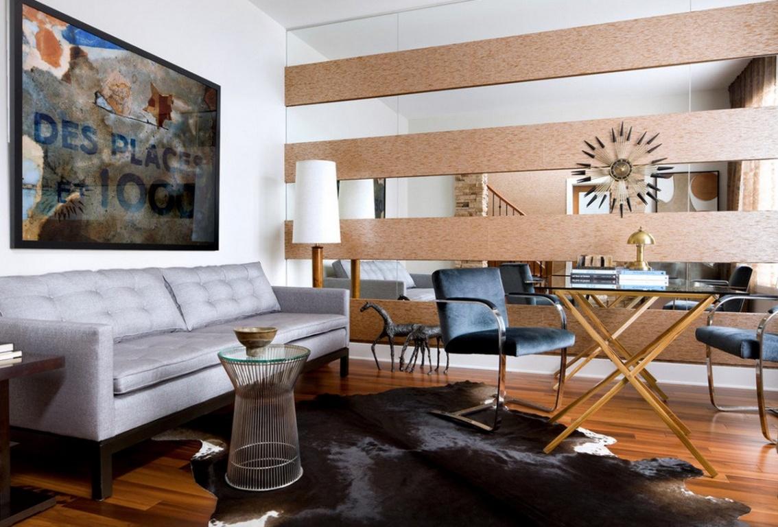 Стена из дерева и зеркал в гостиной