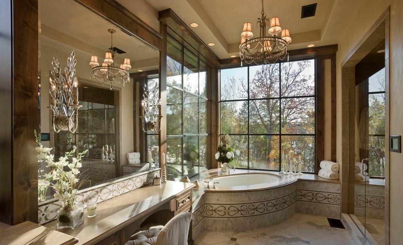 Зеркальная стена в ванной