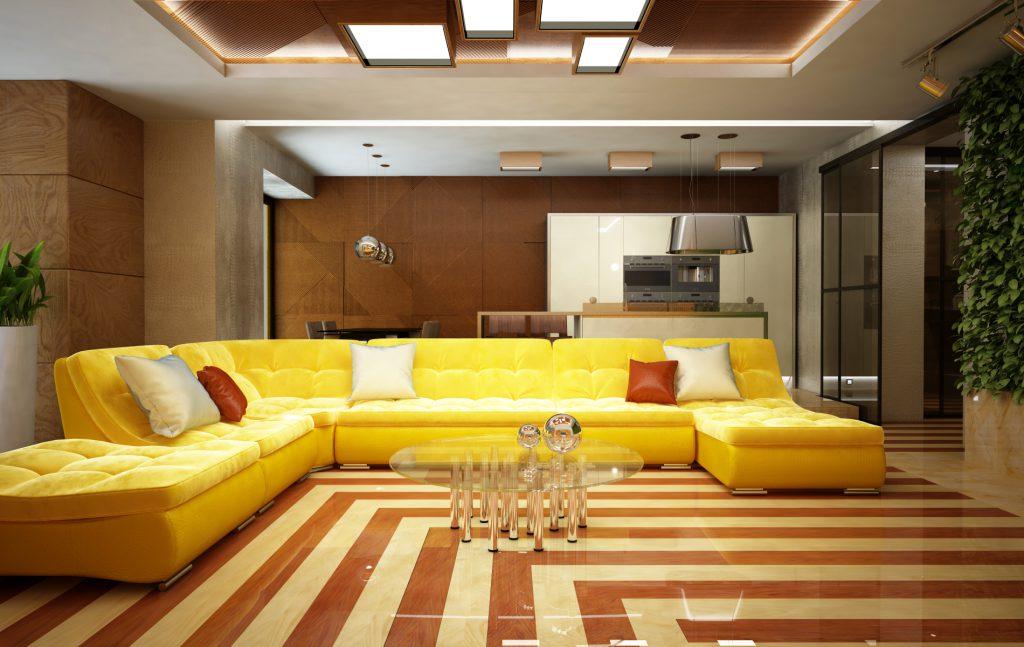 Большой желтый диван в гостиной