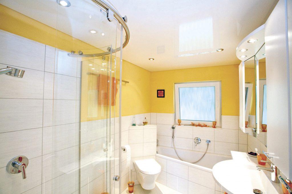 Желто-белая ванная комната