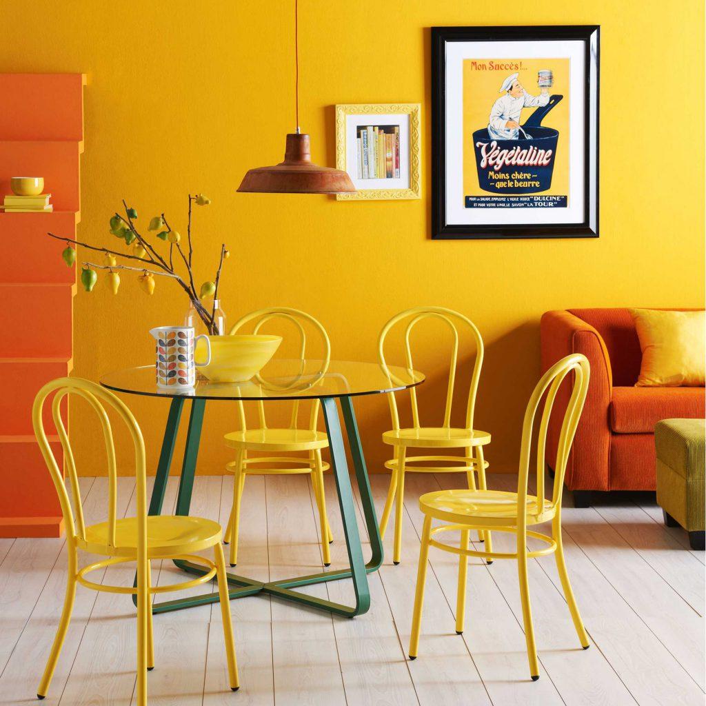 Оранжево-желтый интерьер гостиной