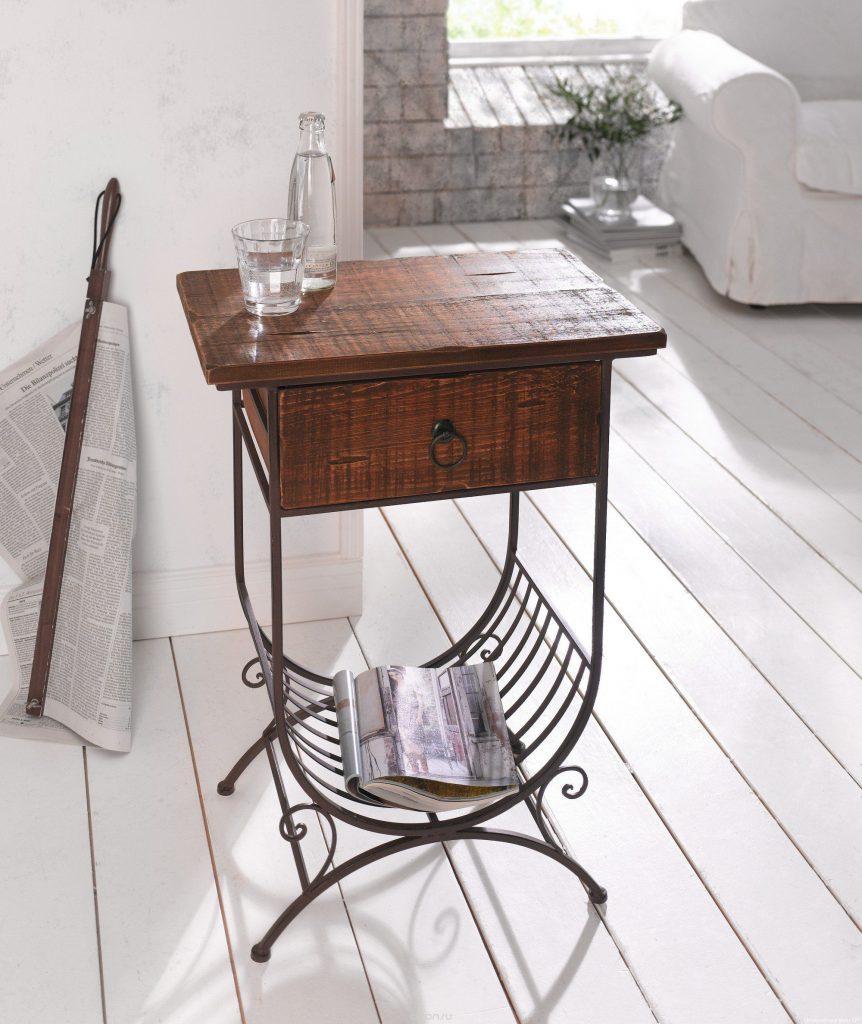 Журнальный столик в стиле кантри из металла и дерева