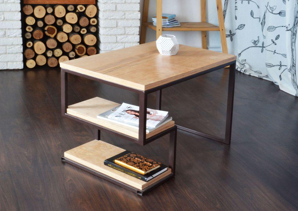 Журнальный столик из металла и прессованных панелей