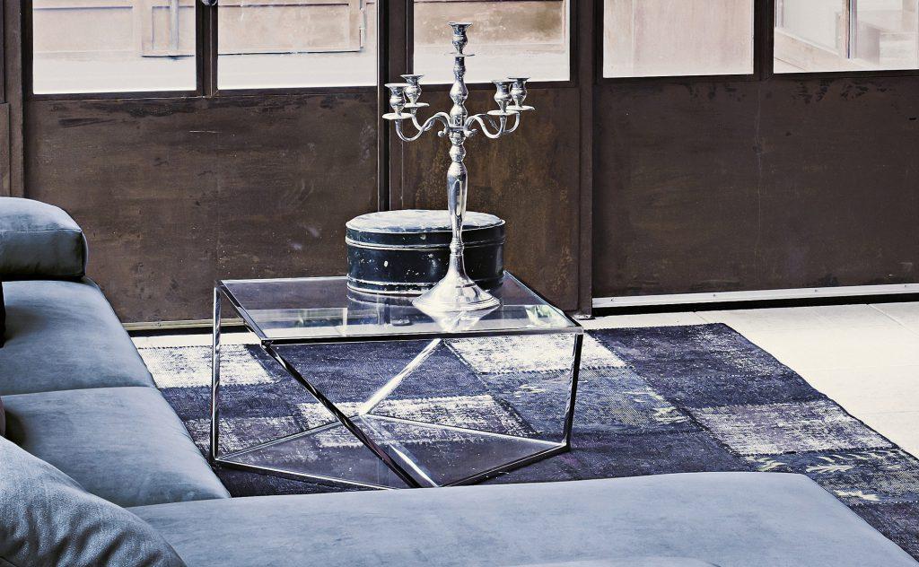 Необычный журнальный столик из металла и стекла