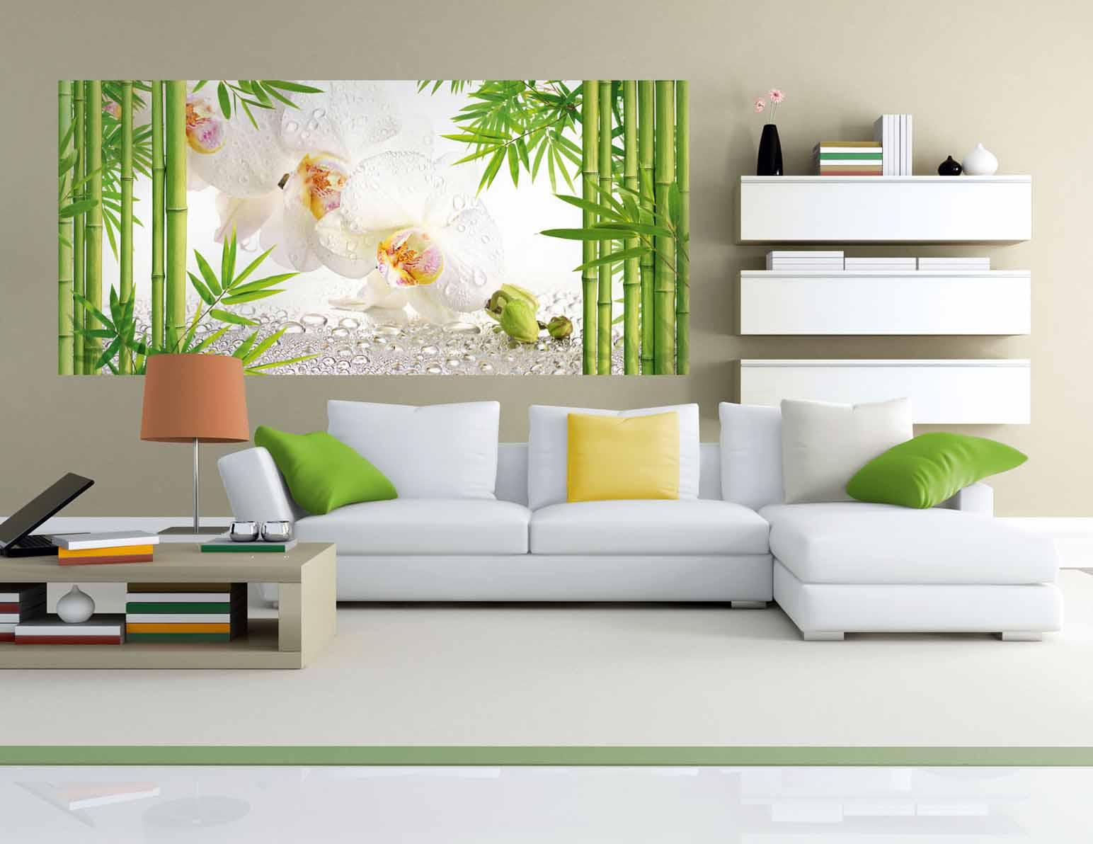 Картина с изображением бамбука и орхидей в интерьере гостиной