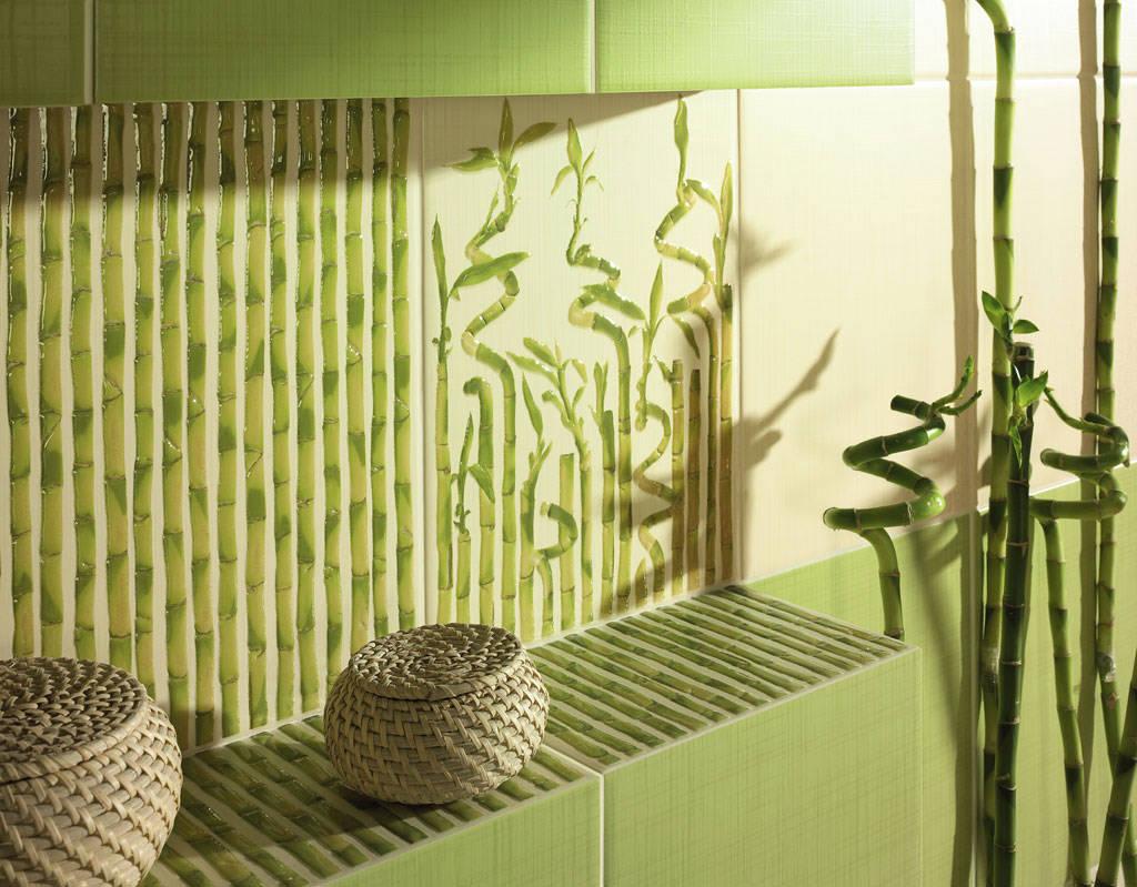 Плитка с изображением бамбука и живой бамбук в интерьере