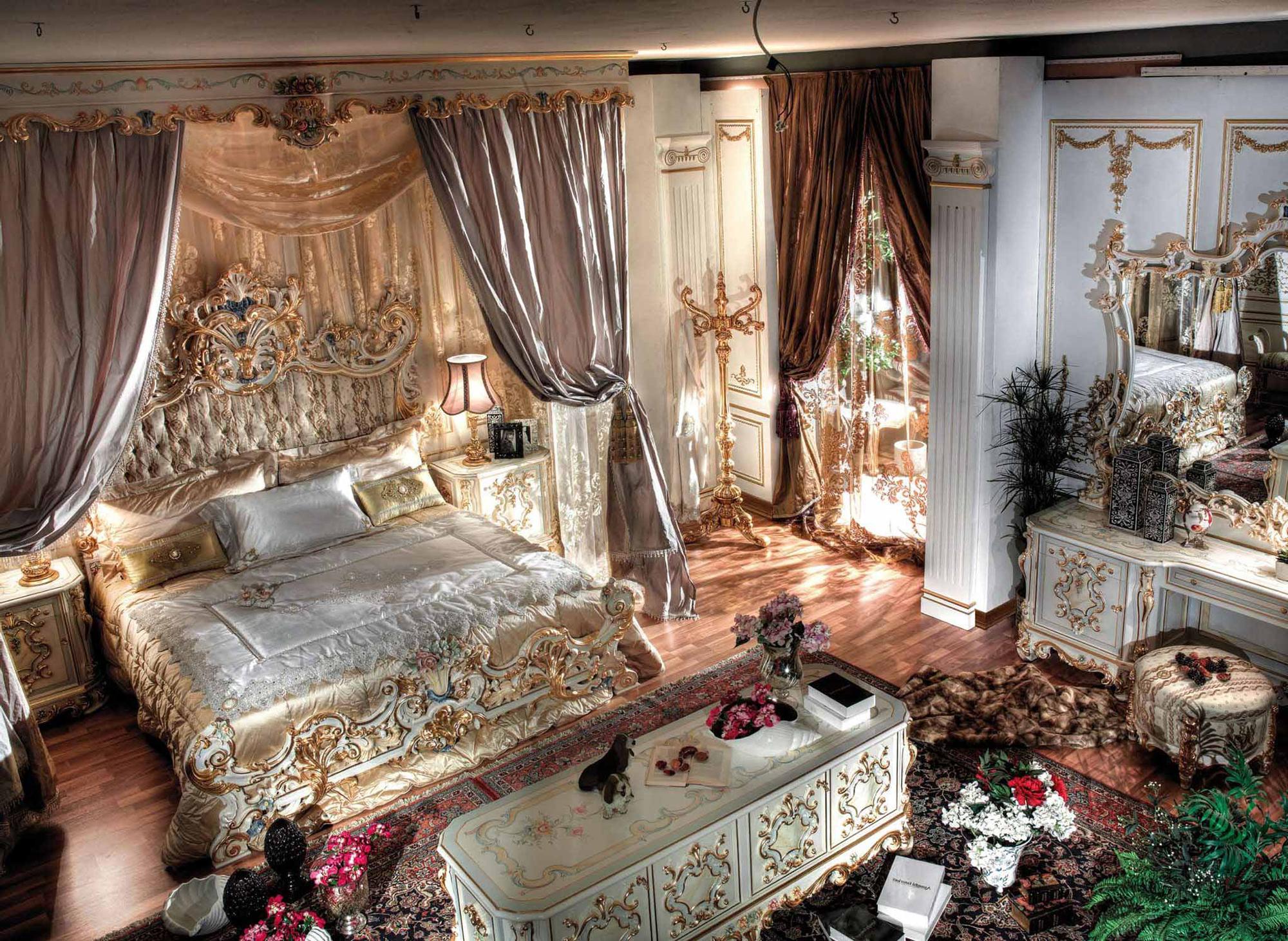 Роскошный декор в интерьере спальни в стиле барокко