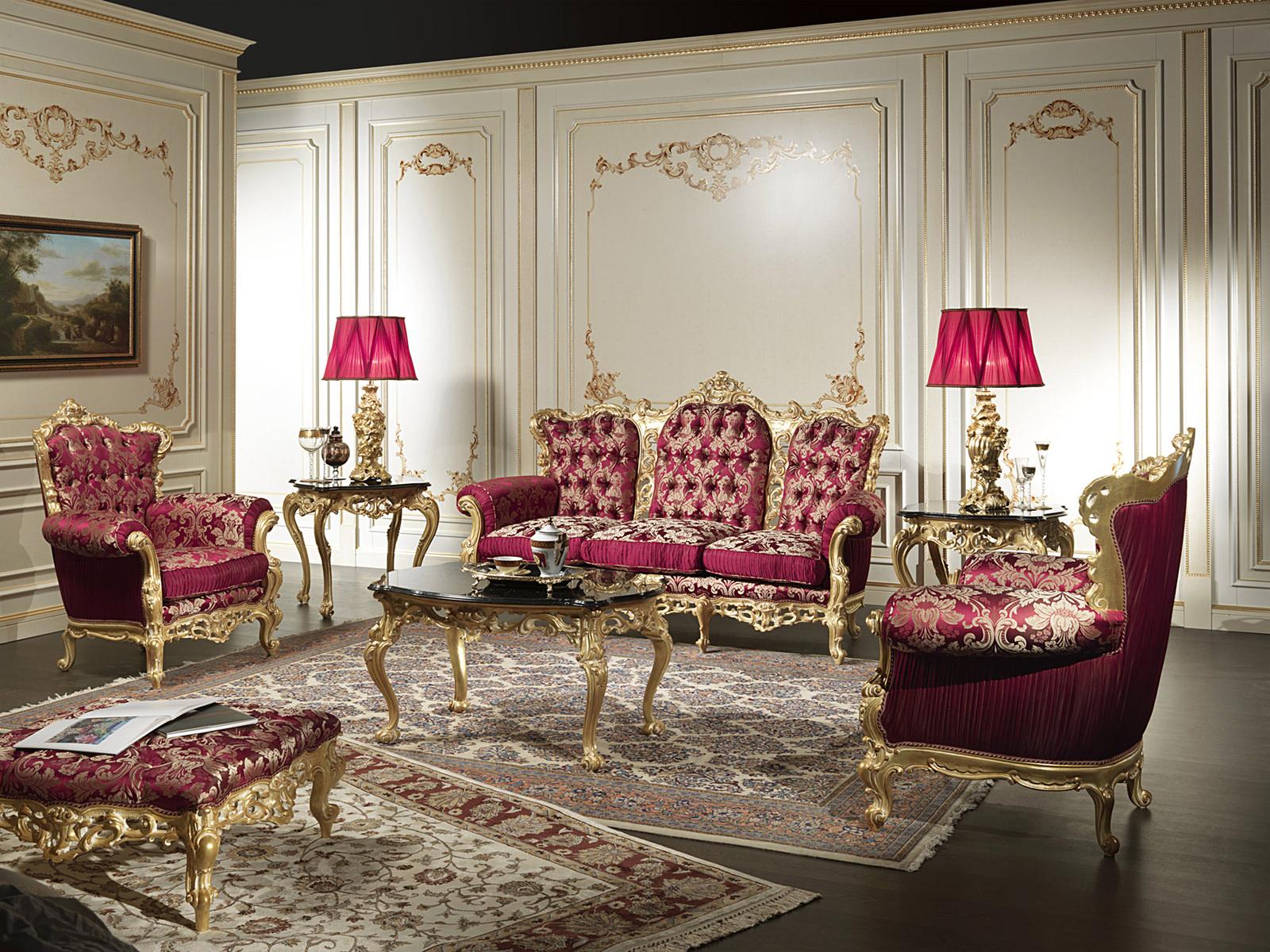 Золотисто-красная мебель в гостиной в стиле барокко