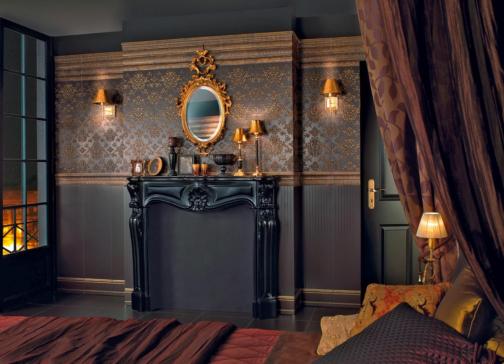 Темная гостиная с фальш-камином в стиле барокко