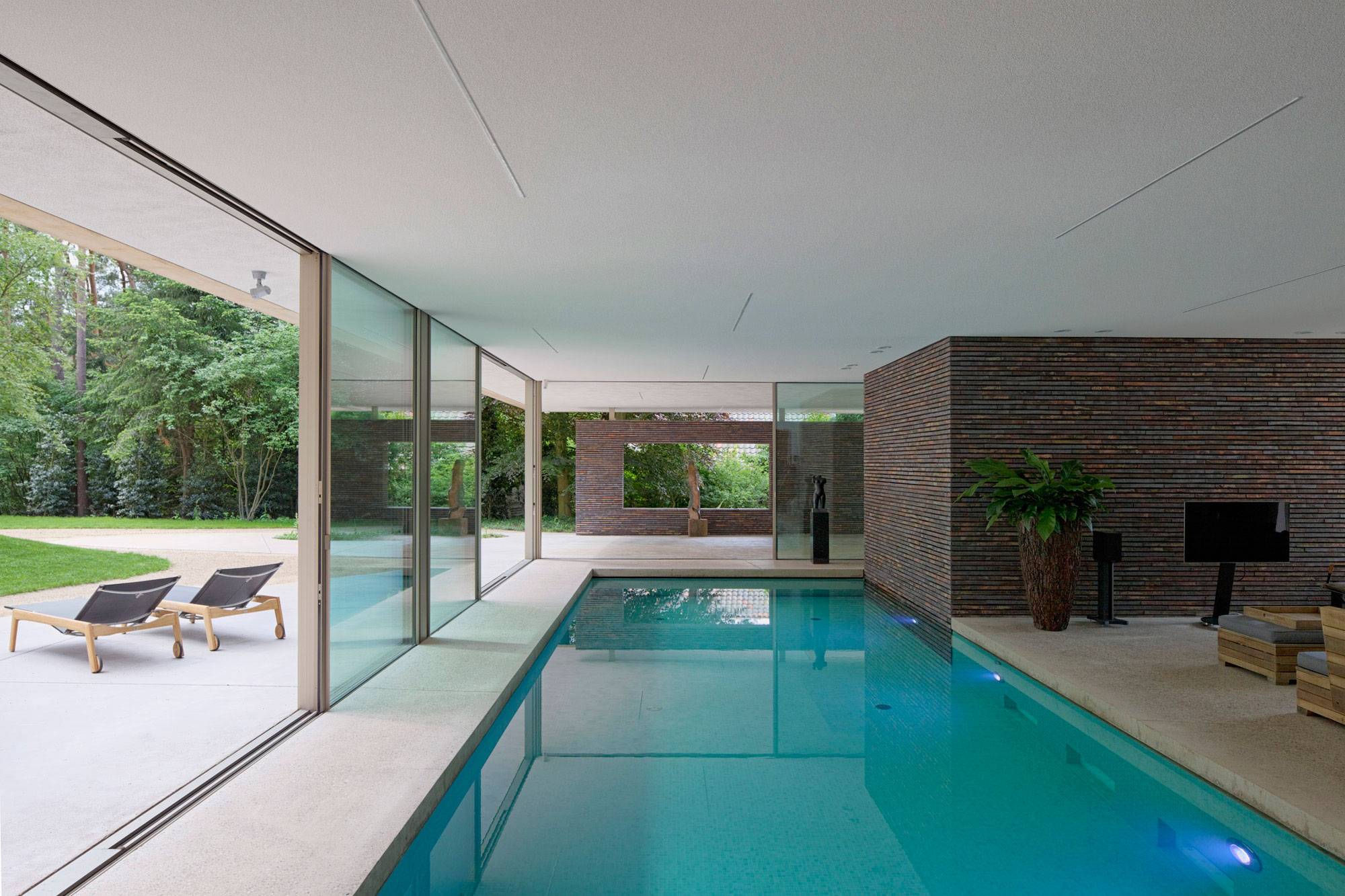 Вариант дизайна дома с бассейном