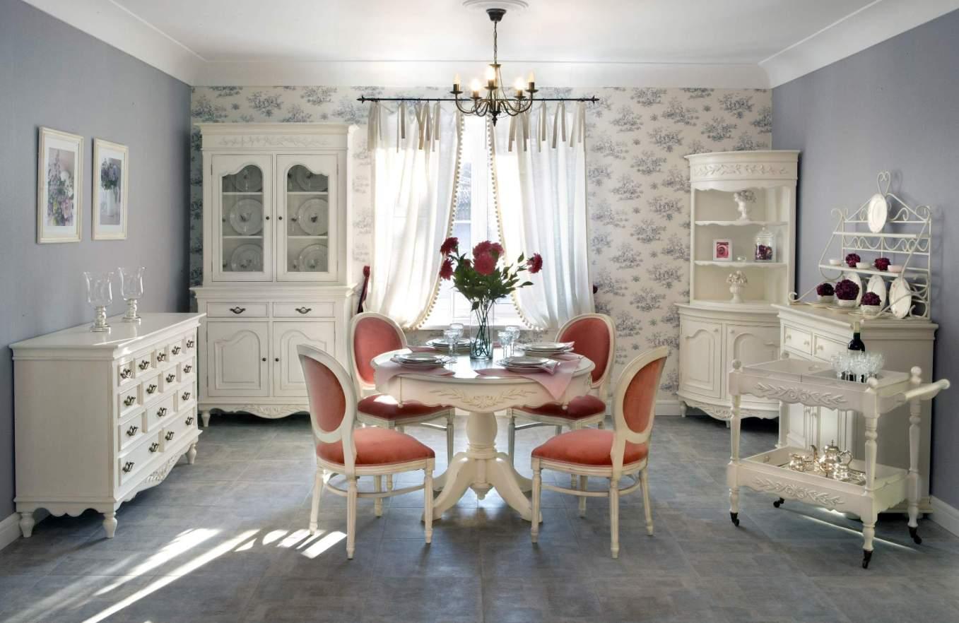 Белая мебель в классической кухне