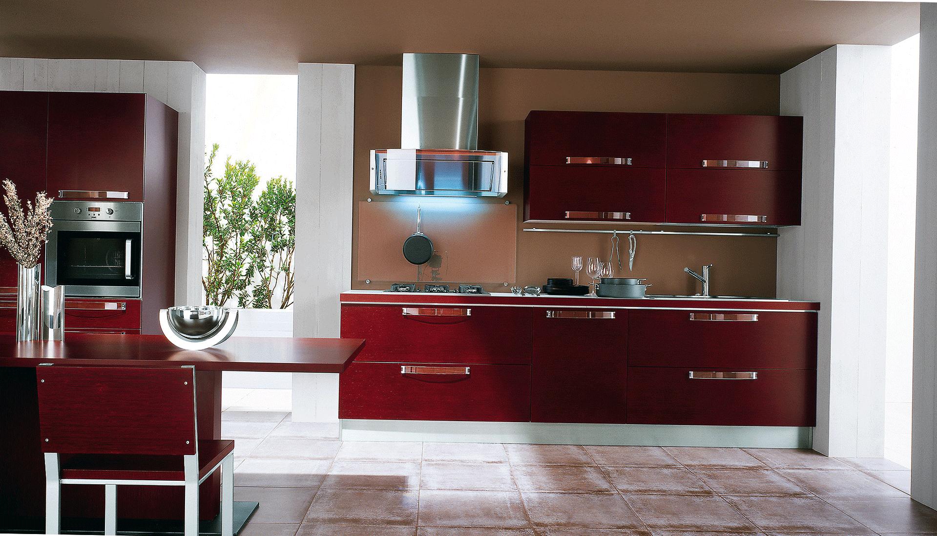 Бордовая мебель на кухне