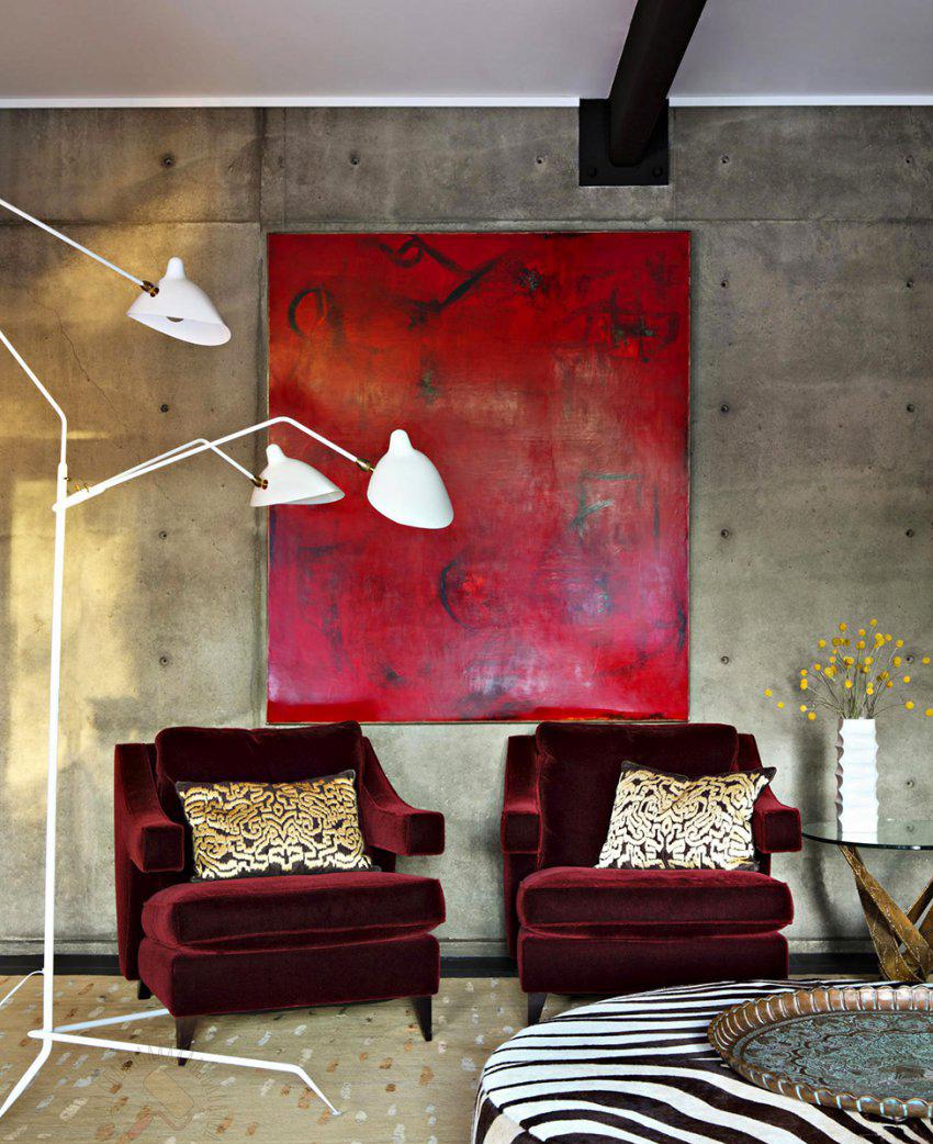Серый, бордовый и другие цвета в интерьере гостиной