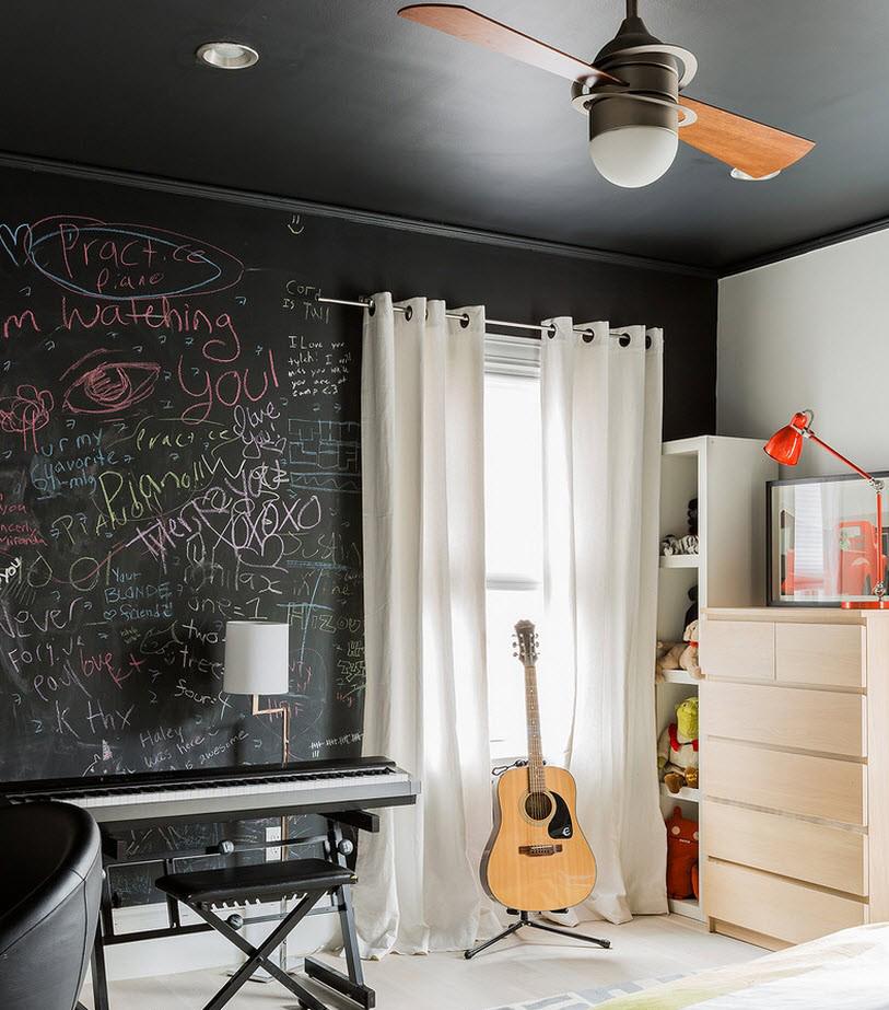 Черный потолок и стены в комнате подростка