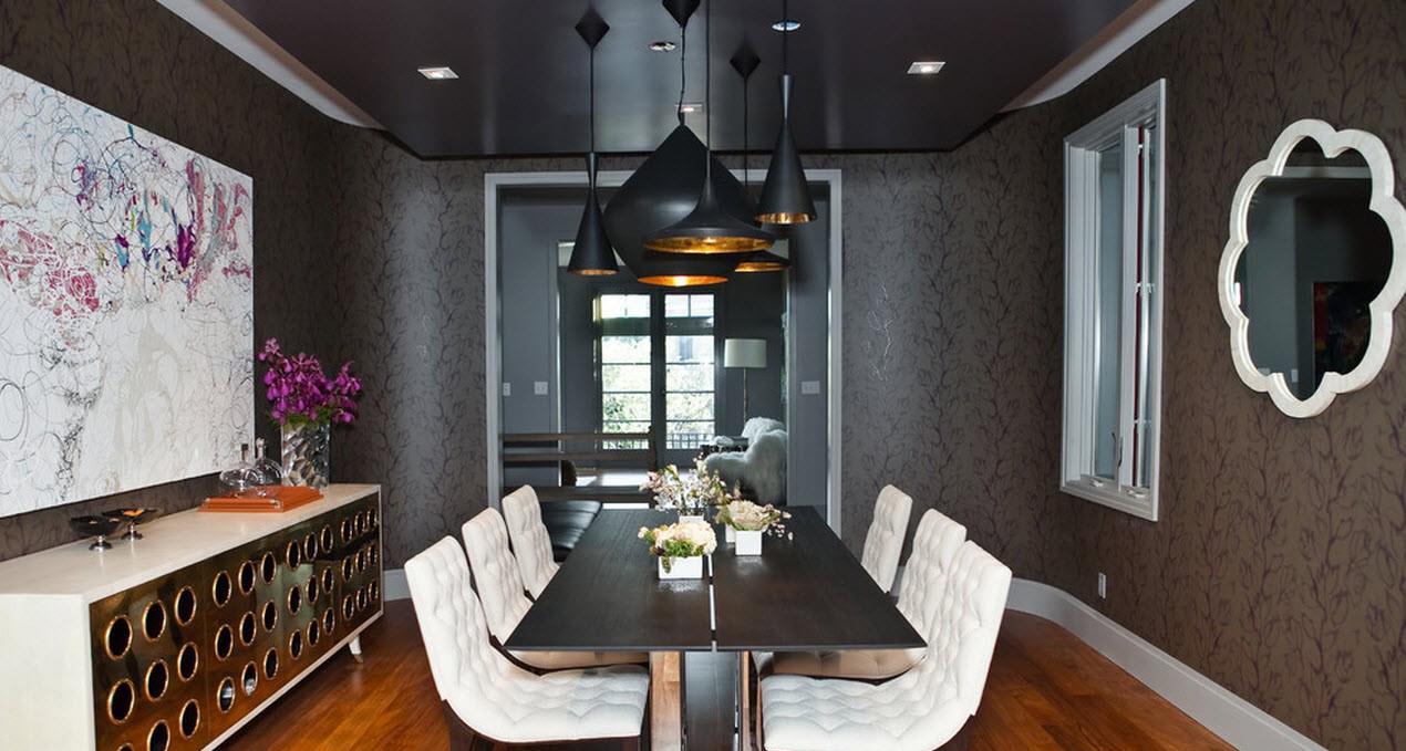 Черный потолок в столовой комнате