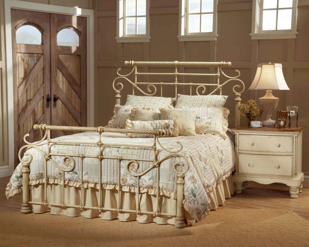 Классическая кованая кровать