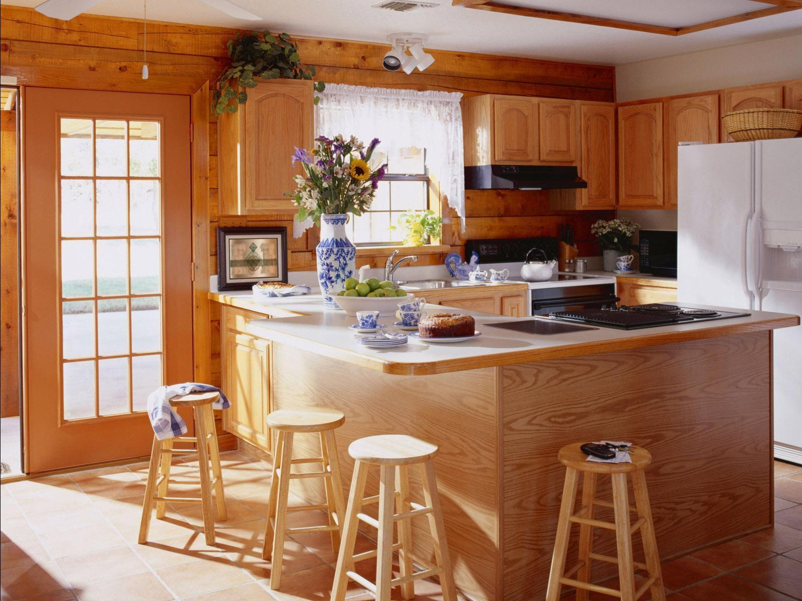 Уютная деревянная кухня