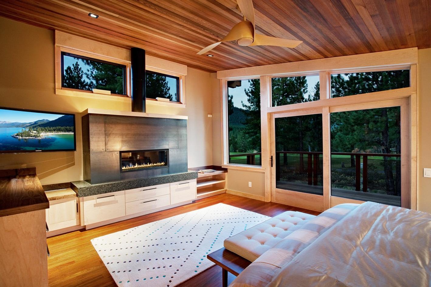 Красивый деревянный потолок в спальне