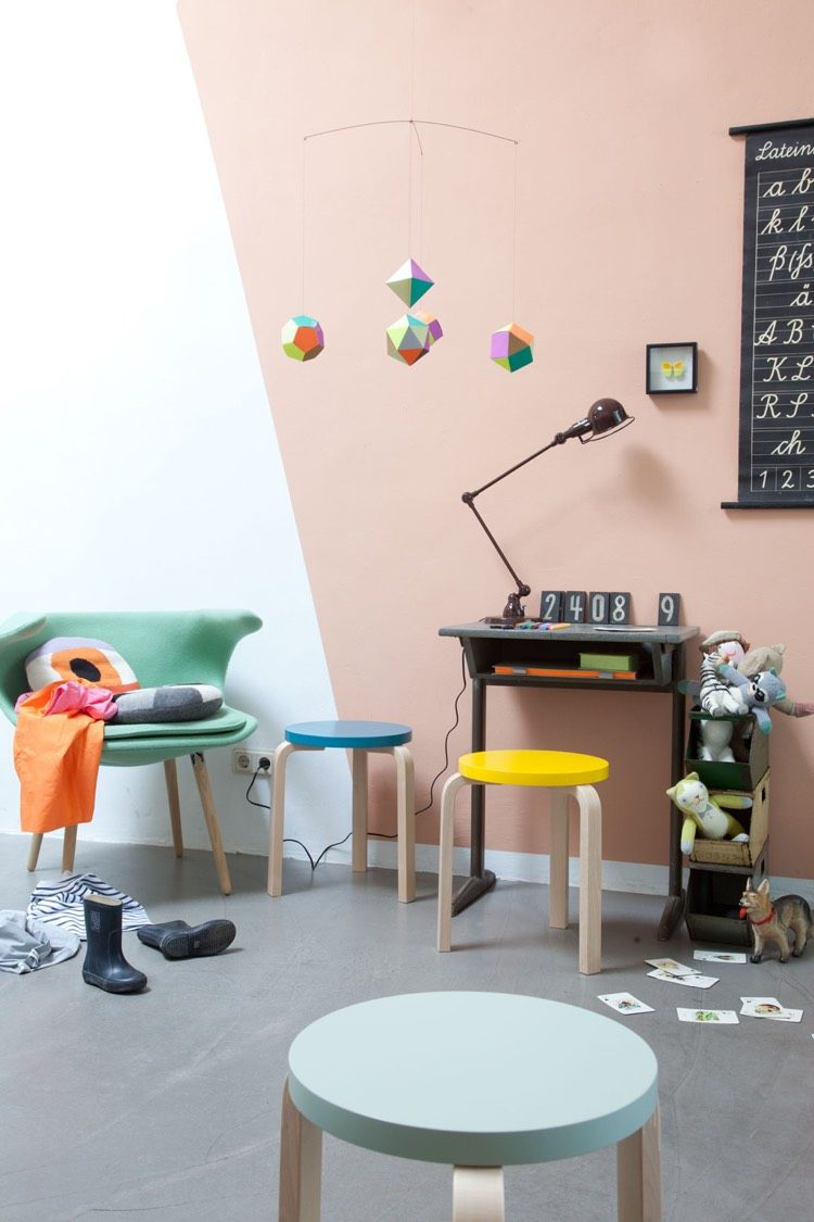 Персиковый цвет в интерьере детской комнаты