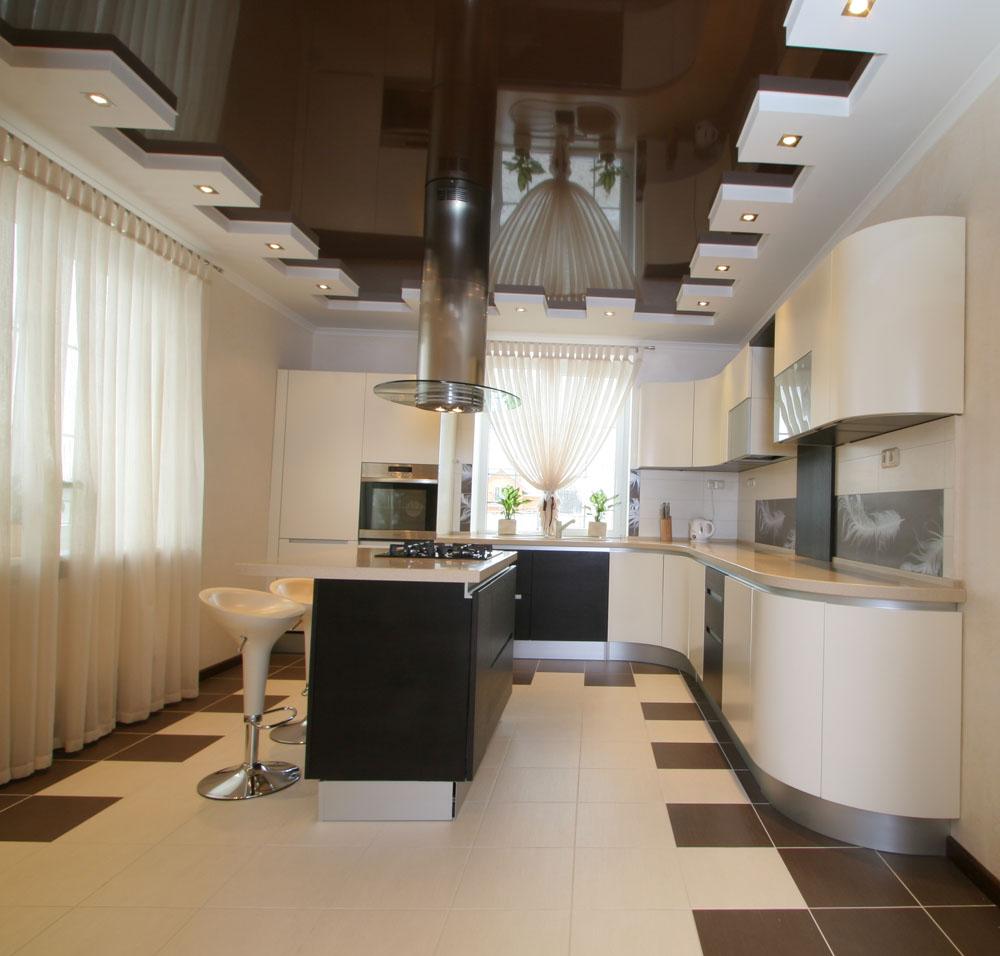Черно-белый натяжной потолок на кухне