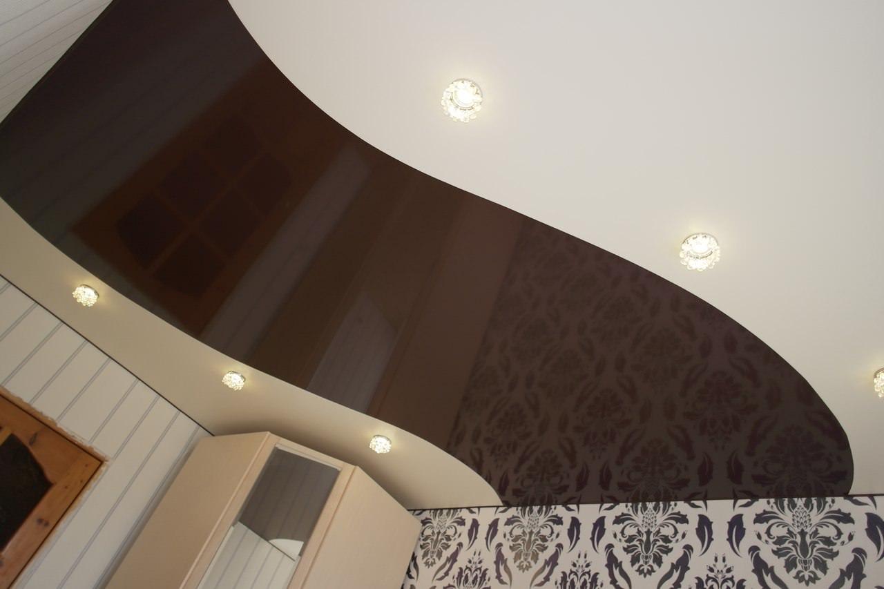 Одноуровневый комбинированный потолок