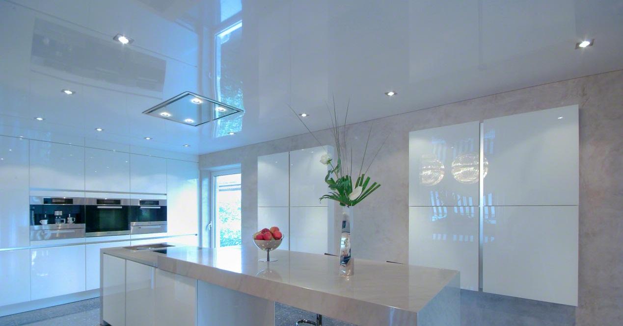 Одноуровневый белый потолок