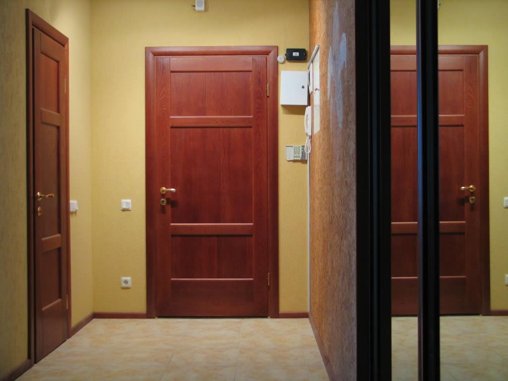 Дизайн входной двери внутри квартиры