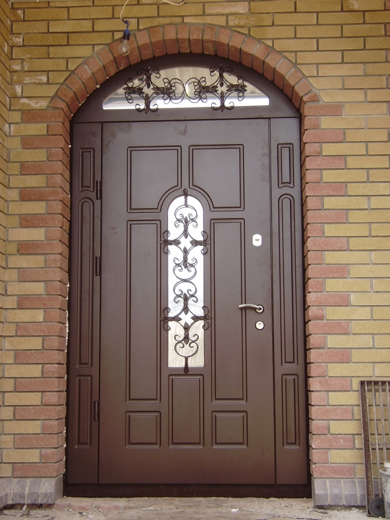Входная дверь из металла