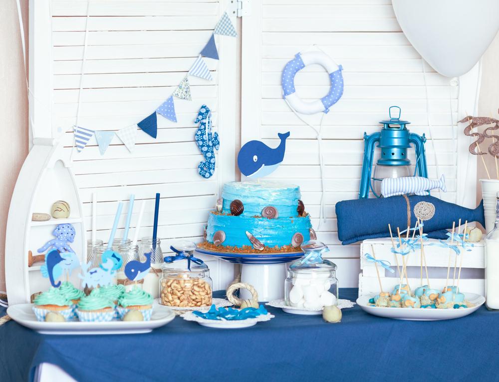 Декор комнаты на день рождения в синих тонах