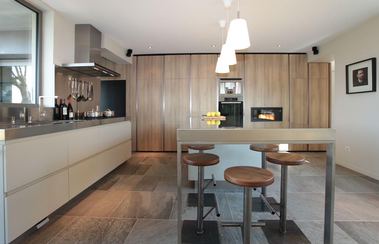 Кухня дуб сонома в частном доме